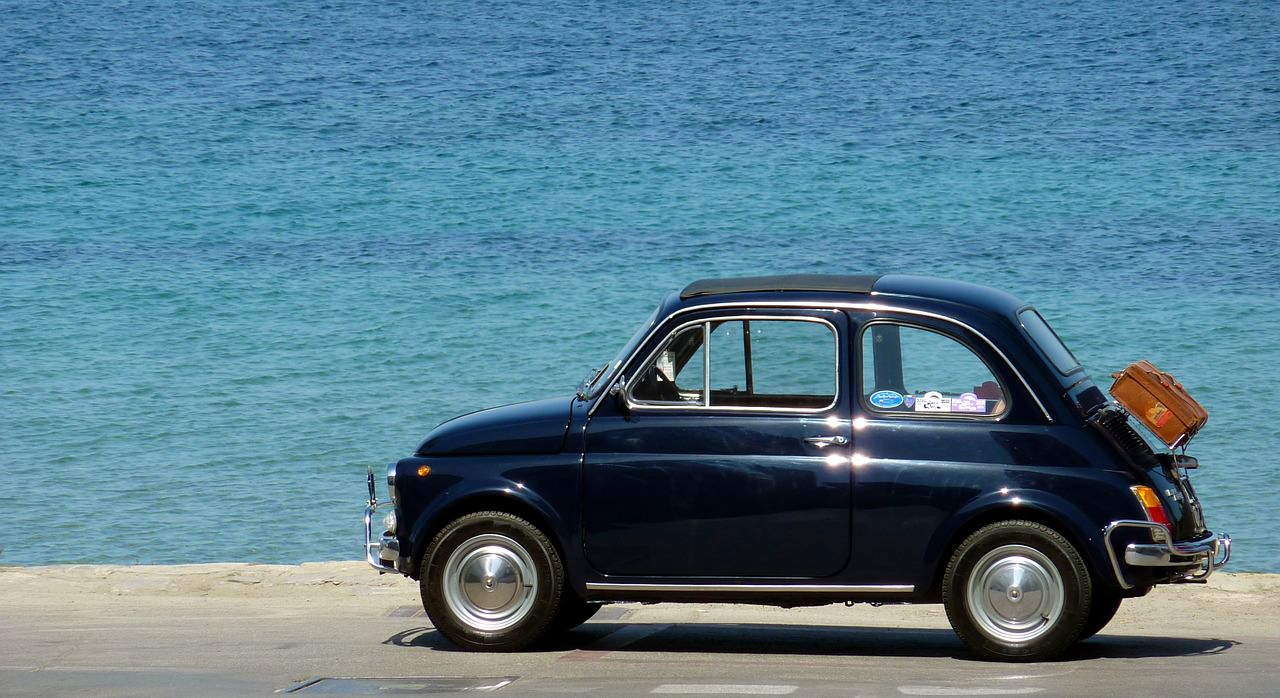 Автомобиль у моря. Машина у моря