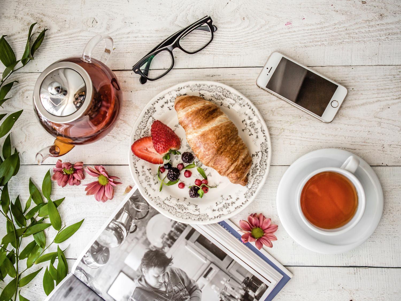 Французский завтрак на вашей кухне: круассан и чай