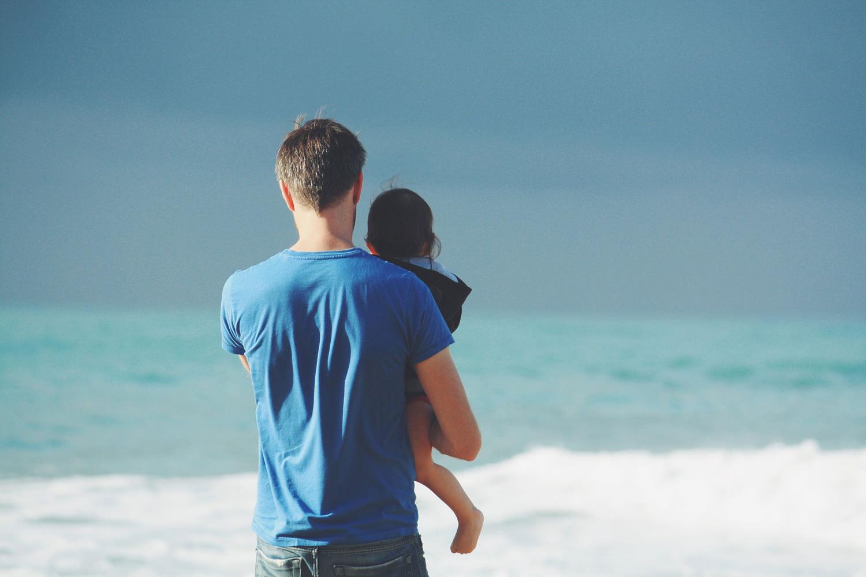 что делать после беременности? папа с ребёнком