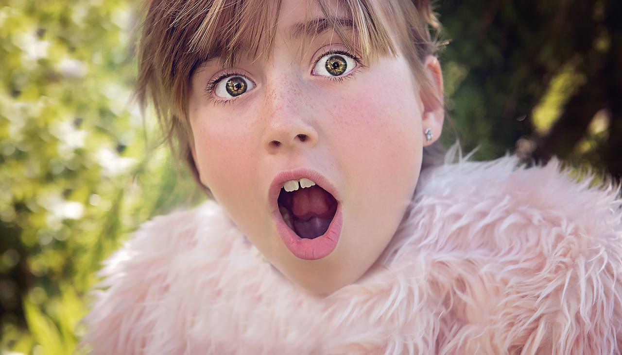 Удивленная девушка