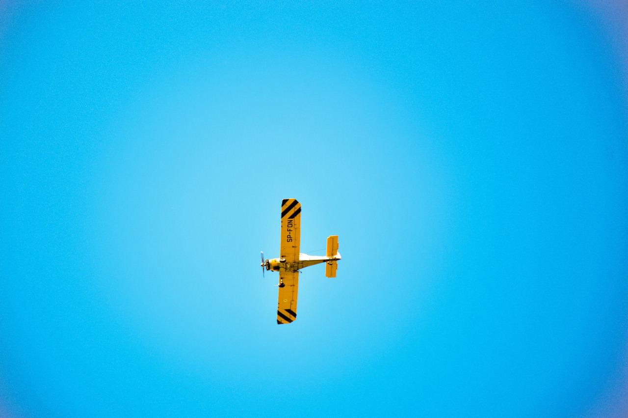 путешествие по европе, самолет в небе