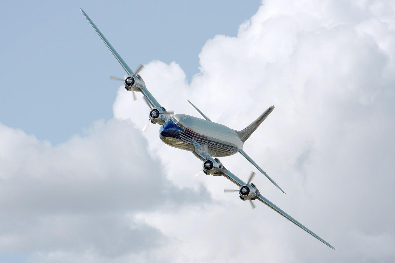 Самолет в небе. Облако, самолёт, полёт