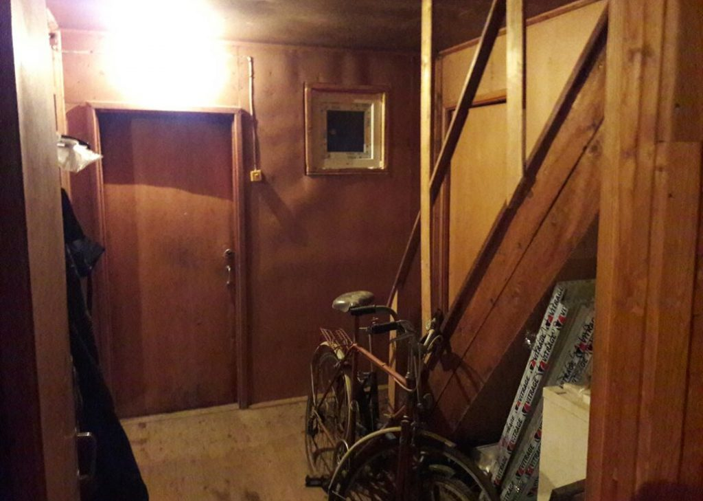 Коридор и лестница до ремонта